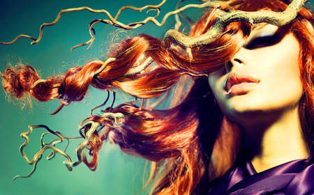 Foto de Fashion Model Woman Portrait with Long Curly Red Hair - Imagen libre de derechos