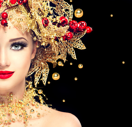 Foto de Christmas winter fashion model girl with golden hairstyle - Imagen libre de derechos