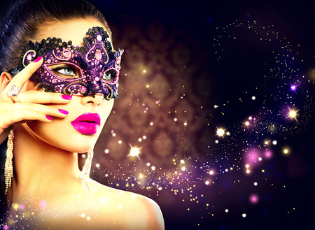 Photo pour Sexy woman wearing carnival mask over holiday dark background - image libre de droit