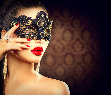 Foto de Beauty model woman wearing masquerade carnival mask - Imagen libre de derechos