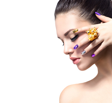 Photo pour Beautiful woman with colorful nails and luxury makeup - image libre de droit