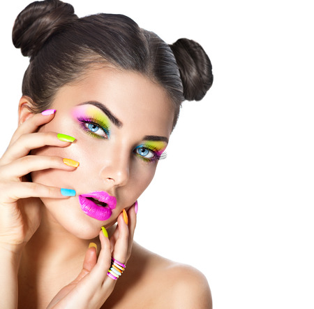 Photo pour Beauty girl with colorful makeup, nail polish and accessories - image libre de droit