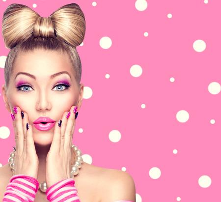 Foto de Beauty model girl with bow hairstyle over polka dots background - Imagen libre de derechos