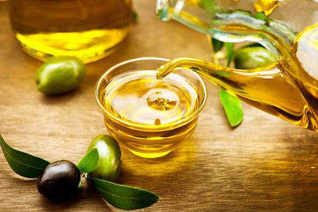 Foto de Virgin olive oil pouring in a bowl close up - Imagen libre de derechos
