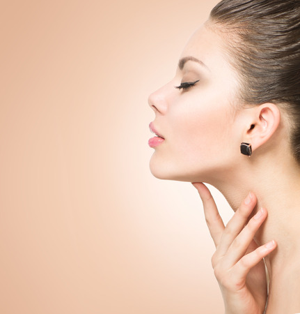Photo pour Beauty portrait. Beautiful spa woman touching her face - image libre de droit