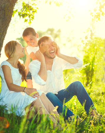 Foto de Happy joyful young family having fun outdoors - Imagen libre de derechos