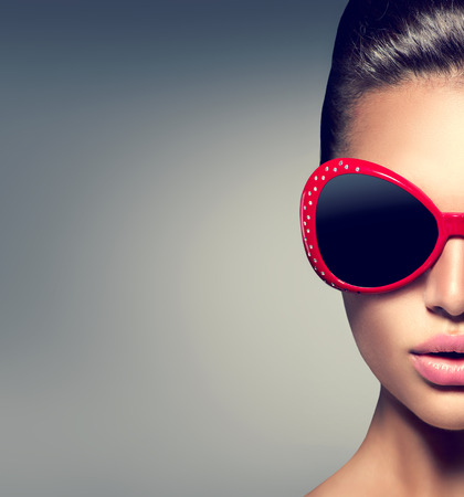 Foto für Beauty fashion model brunette girl wearing stylish sunglasses - Lizenzfreies Bild