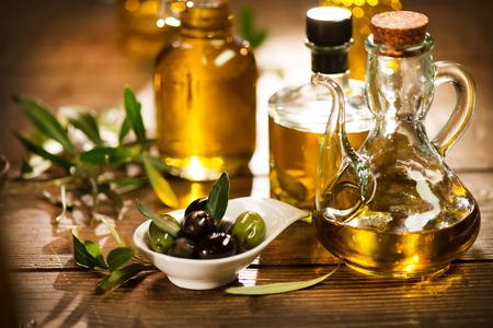 Foto de Olive oil. Bottle of extra virgin olive oil - Imagen libre de derechos