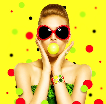 Foto für Beauty surprised fashion funny model girl wearing sunglasses - Lizenzfreies Bild