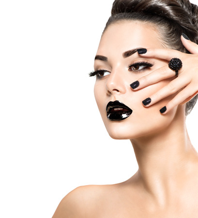Photo pour Beauty model girl with black make up and long lushes - image libre de droit