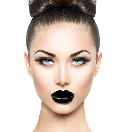 Photo pour High fashion beauty model girl with black make up and long lushes - image libre de droit