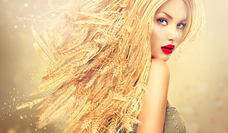 Photo pour Beauty fashion model girl with gold long wheat ears hair - image libre de droit