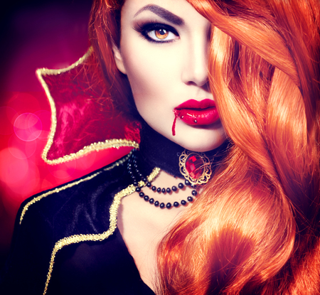 Foto de Halloween vampire woman portrait. Beautiful glamour fashion sexy vampire - Imagen libre de derechos