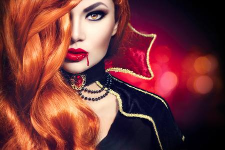 Photo pour Halloween vampire woman portrait. Beautiful glamour fashion sexy vampire - image libre de droit