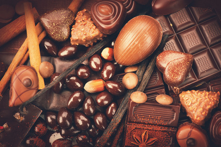 Photo pour Luxury chocolates background. Praline chocolate sweets - image libre de droit