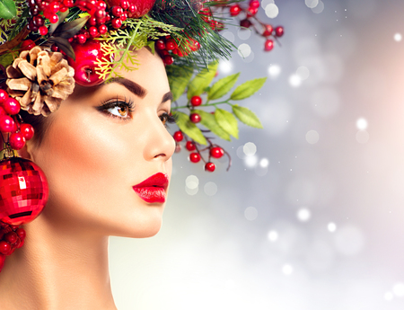 Photo pour Christmas fashion model woman. Holiday hairstyle and makeup - image libre de droit