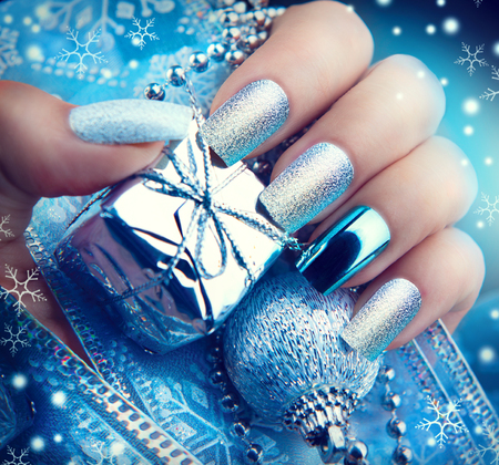 Photo pour Christmas nail art manicure. Winter holiday style bright manicure design - image libre de droit