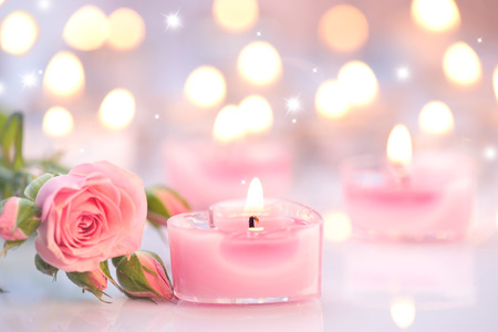 Photo pour Valentine's day. Pink heart shaped candles and rose flowers - image libre de droit
