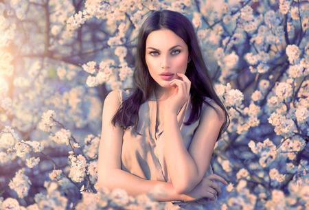 Foto de Beauty romantic woman portrait in blooming trees - Imagen libre de derechos