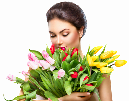 Foto de Beauty woman with spring flower bouquet - Imagen libre de derechos