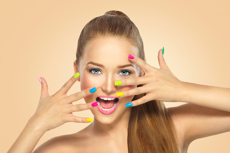 Photo pour Beauty girl with colorful nail polish. Manicure and makeup - image libre de droit