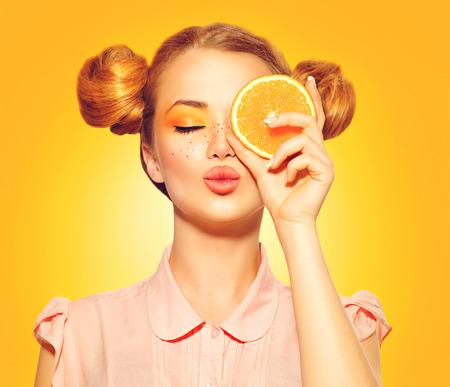 Foto de Beauty model girl takes juicy oranges - Imagen libre de derechos