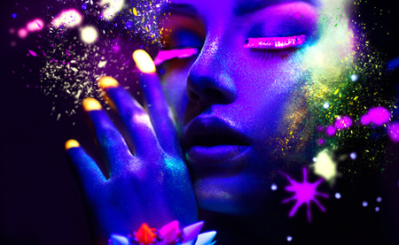 Photo pour Fashion woman in neon light, portrait of beauty model with fluorescent makeup - image libre de droit