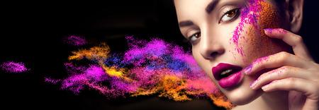 Photo pour Beauty woman with bright color makeup - image libre de droit