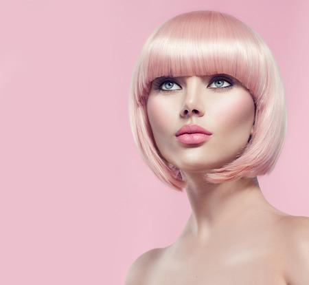 Photo pour Beautiful glamour girl with short blonde hair - image libre de droit
