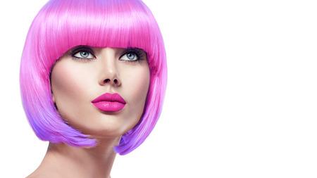 Photo pour Beauty fashion model with short pink hair - image libre de droit