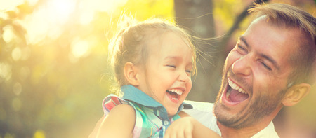 Photo pour Happy joyful young father with his little daughter - image libre de droit