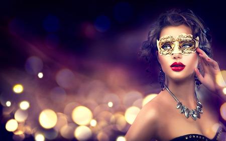 Photo pour Beauty model woman wearing venetian masquerade carnival mask - image libre de droit