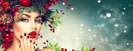 Photo pour Christmas woman makeup. Winter fashion girl - image libre de droit