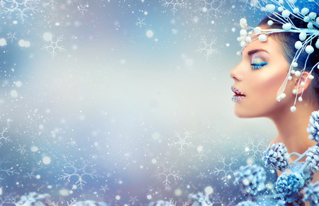 Photo pour Christmas beauty girl. Winter holiday makeup with gems on lips - image libre de droit