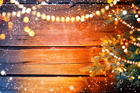 Foto de Christmas holiday wooden background with Christmas tree and garlands - Imagen libre de derechos
