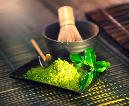 Photo pour Matcha powder. Organic green matcha tea ceremony - image libre de droit
