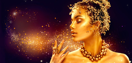 Photo pour Gold woman skin. Beauty fashion model girl with golden makeup, hair and jewellery on black background - image libre de droit