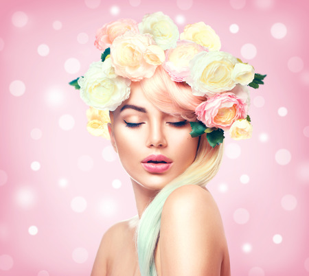 Photo pour Beauty summer model girl with colorful flowers wreath. Flowers hair style - image libre de droit