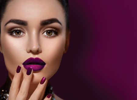 Photo pour Beauty brunette woman with perfect makeup isolated on burgundy color background - image libre de droit