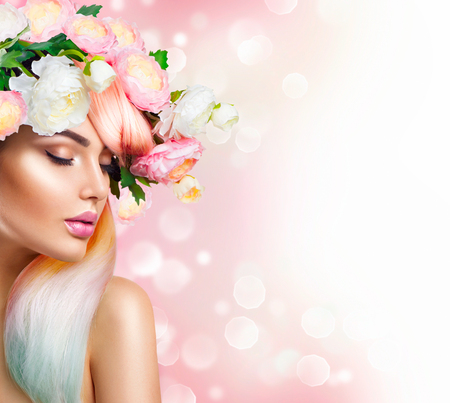 Photo pour Blooming flowers wreath on woman's head. Flowers hairstyle - image libre de droit