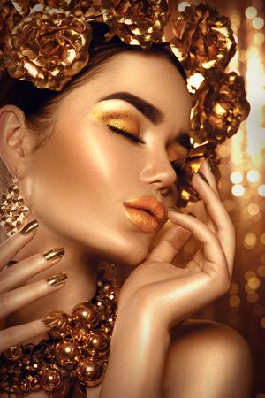 Foto de Golden holiday makeup. Golden wreath and necklace. Fashion art hairstyle, manicure and makeup - Imagen libre de derechos