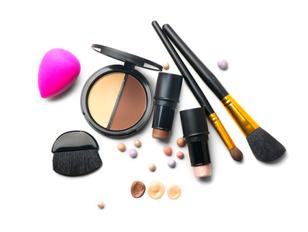Photo pour Makeup contour products, make up artist tools. Face contouring make-up. Highlight, shade, contour and blend. Trendy glamour makeover - image libre de droit