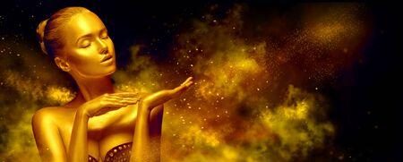 Foto de Beauty sexy woman with golden skin. - Imagen libre de derechos