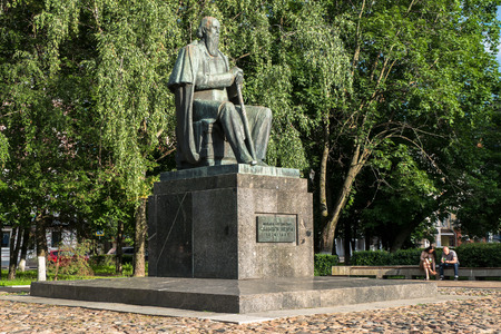 Foto de Russia, Tver, July,19.2017: The first monument to the major Russian satirist of the 19th century Mikhail Saltykov-Shchedrin, erected in 1976. - Imagen libre de derechos