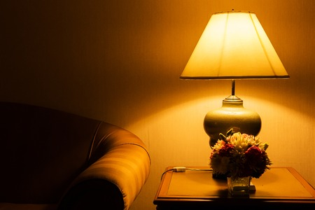 Foto de table lamp and sofa - Imagen libre de derechos