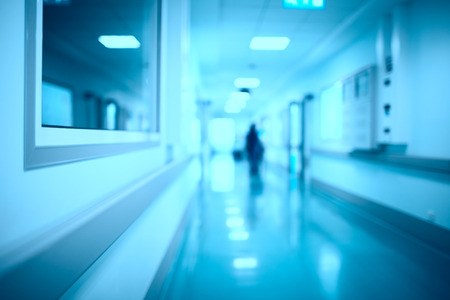 Foto per Blurred hospital corridor modern medical background - Immagine Royalty Free