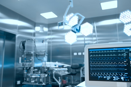 Photo pour Monitoring of vital signs of the patient in the operating room - image libre de droit
