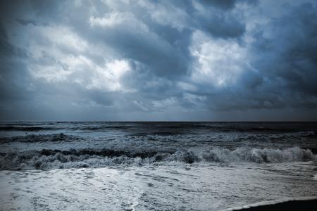 Foto de Seascape during an approaching storm - Imagen libre de derechos