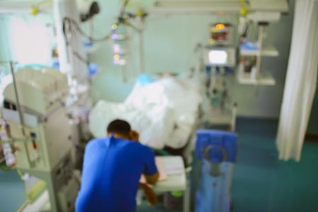 Foto de Hospital room with people, unfocused background. - Imagen libre de derechos