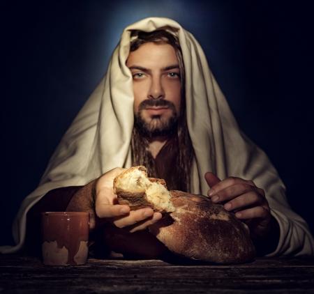 Photo pour The Last Supper, Jesus breaks the bread. - image libre de droit